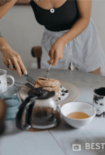 emma kemsley making pankcakes endometriosis diet wellbeing